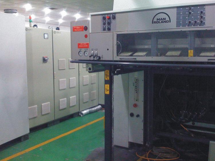罗兰700印刷机加转UV系统